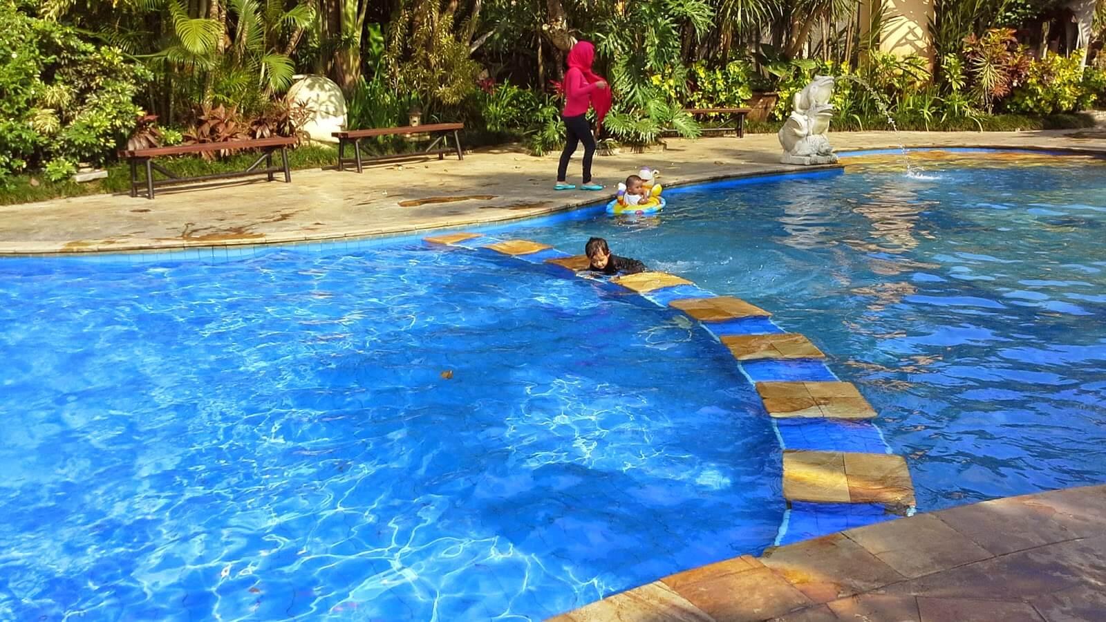 Araya Pool