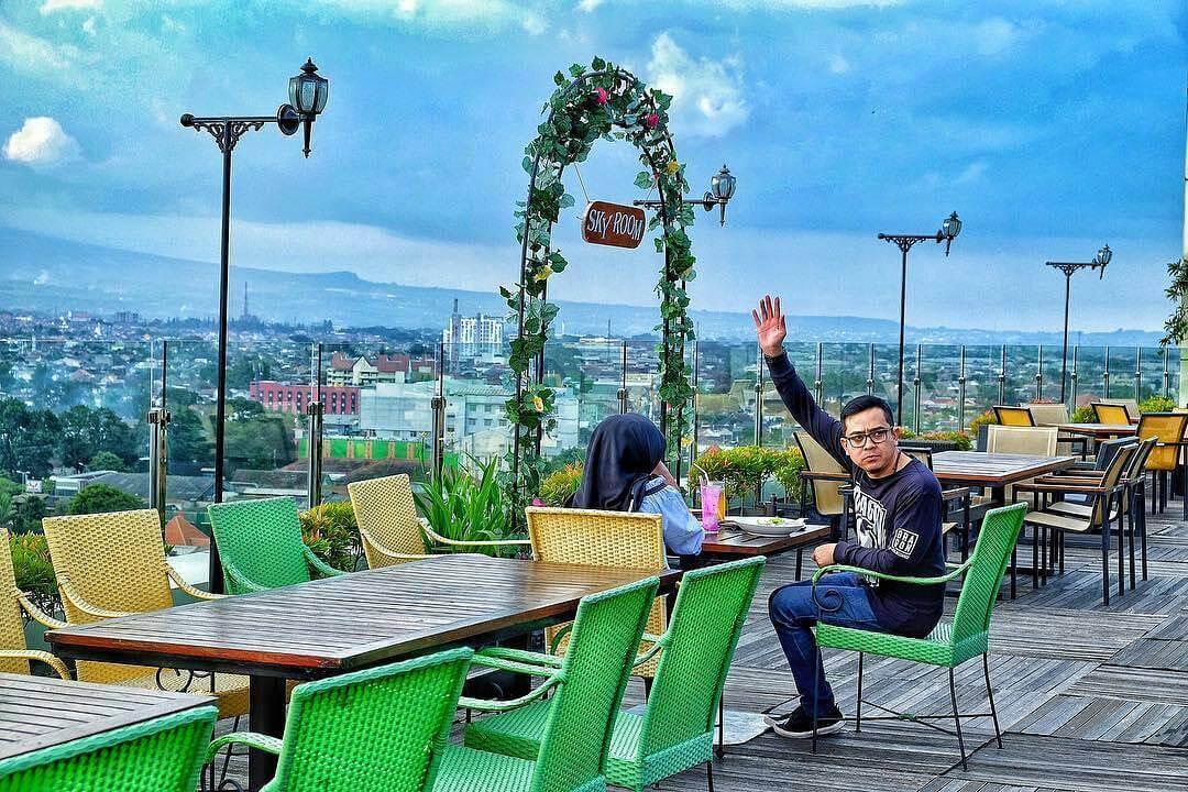 Skyroom Lounge Malang