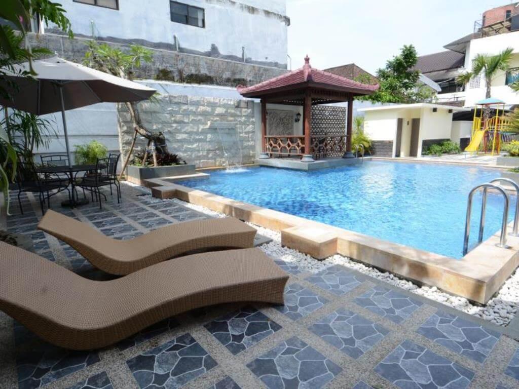 Kolam di Hotel Pelangi Malang