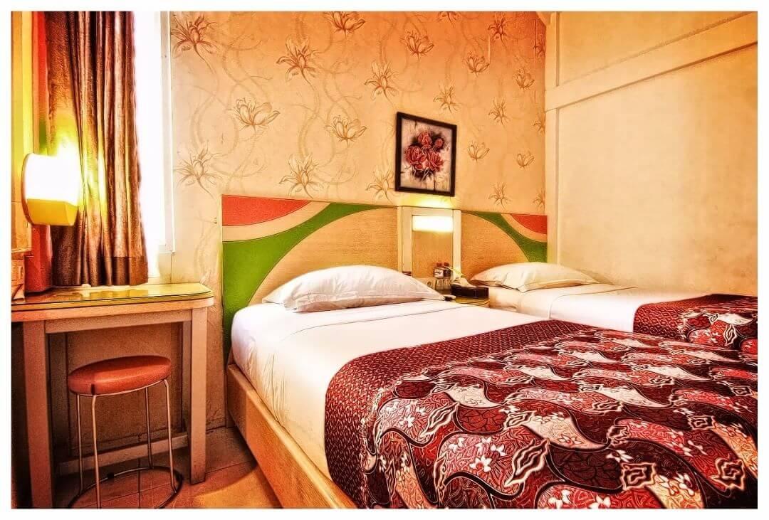 Kamar di Dewarna Hotel