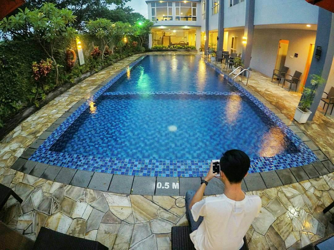Kolam renang di Solaris Malang