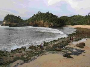 pantai_batu_bengkung_malang-1