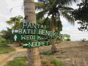 pantai_batu_bengkung_malang (2)