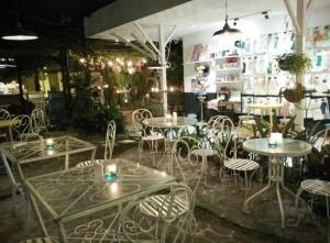 tempat nongkrong malang - madam wang secret garden
