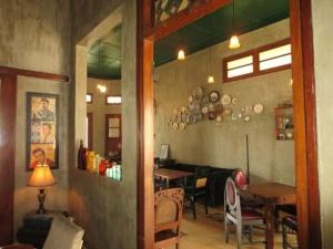 tempat nongkrong malang - rumah opa kitchen