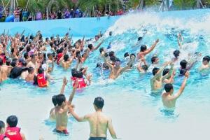 waikiki beach tsunami pool hawai waterpark