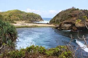 Pantai Batu Bengkung malang selatan