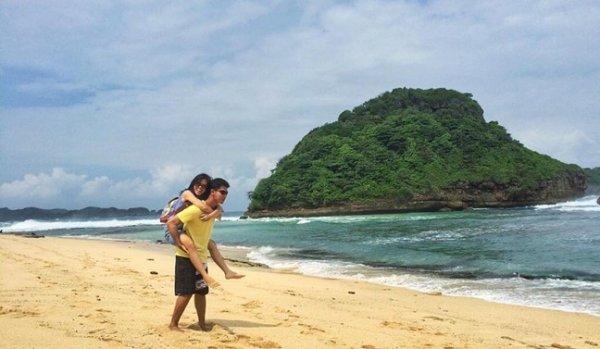 Pantai Indah di Malang Selatan