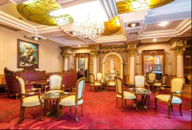 Ruang makan Gajahmada Graha