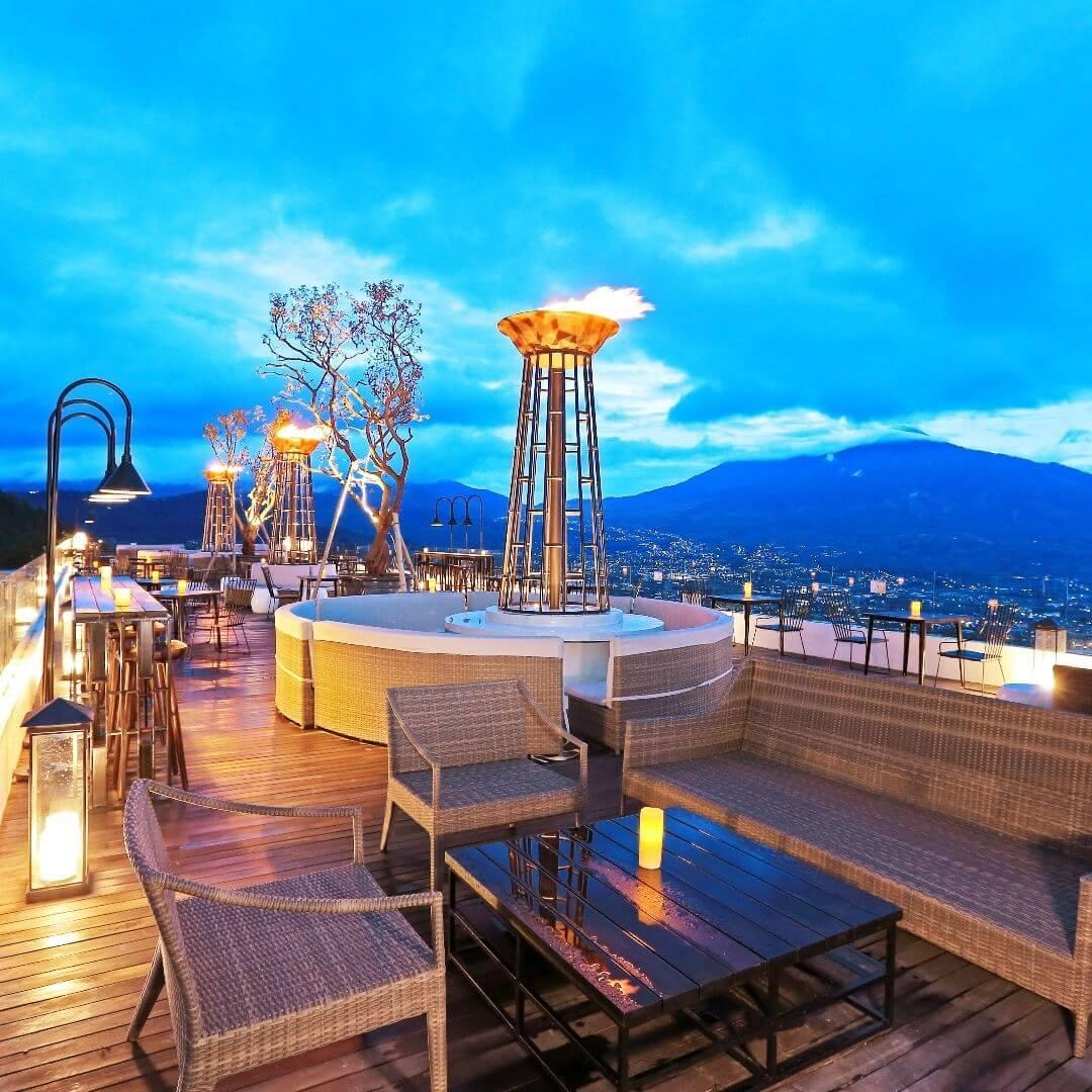 Sky Lounge, Amarta Hills di Batu