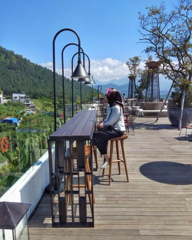 Sky Lounge, Amarta Hills Batu