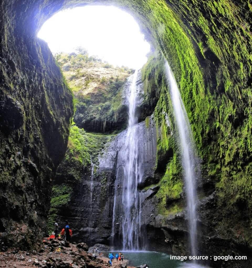 lokasi air terjun madakaripura bromo