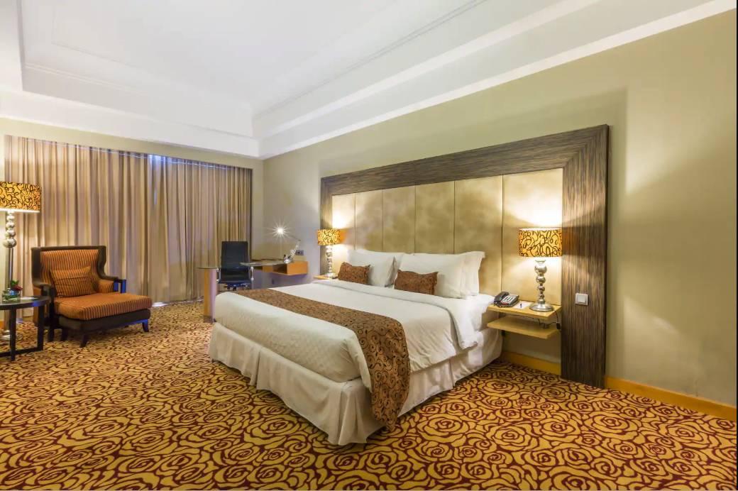 hotel Wyndham dekat mall surabaya_min