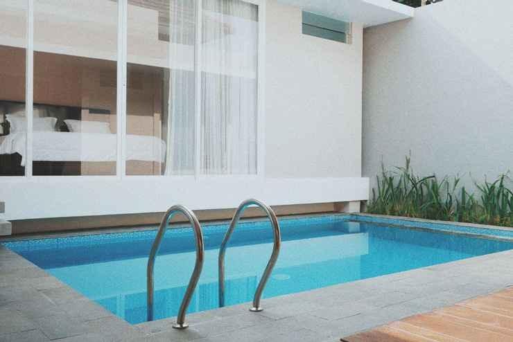 sunday villa batu